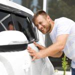 Los coches blancos, los que más pasan por el taller de chapa y pintura