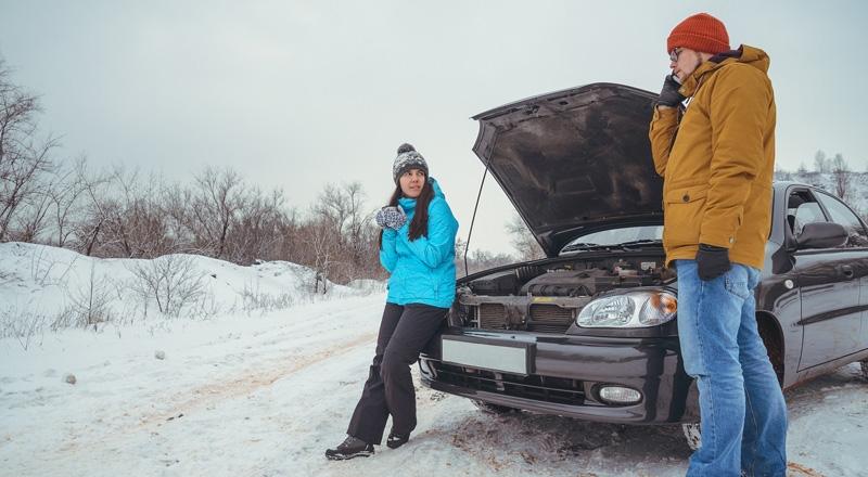 Revisar-el-líquido-refrigerante-en-invierno-ayuda-a-mantener-a-punto-la-bomba-de-agua