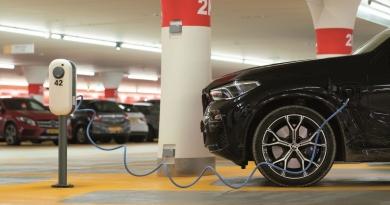 Nuevo etiquetado para vehículos eléctricos y puntos de recarga